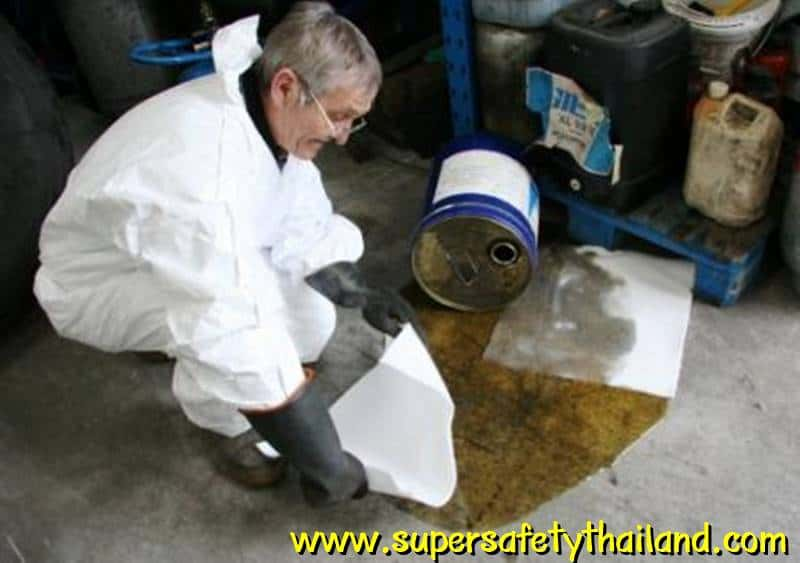 https://www.supersafetythailand.com/wp-content/uploads/2017/03/Oil-Only-Pads-Clean-up.jpg