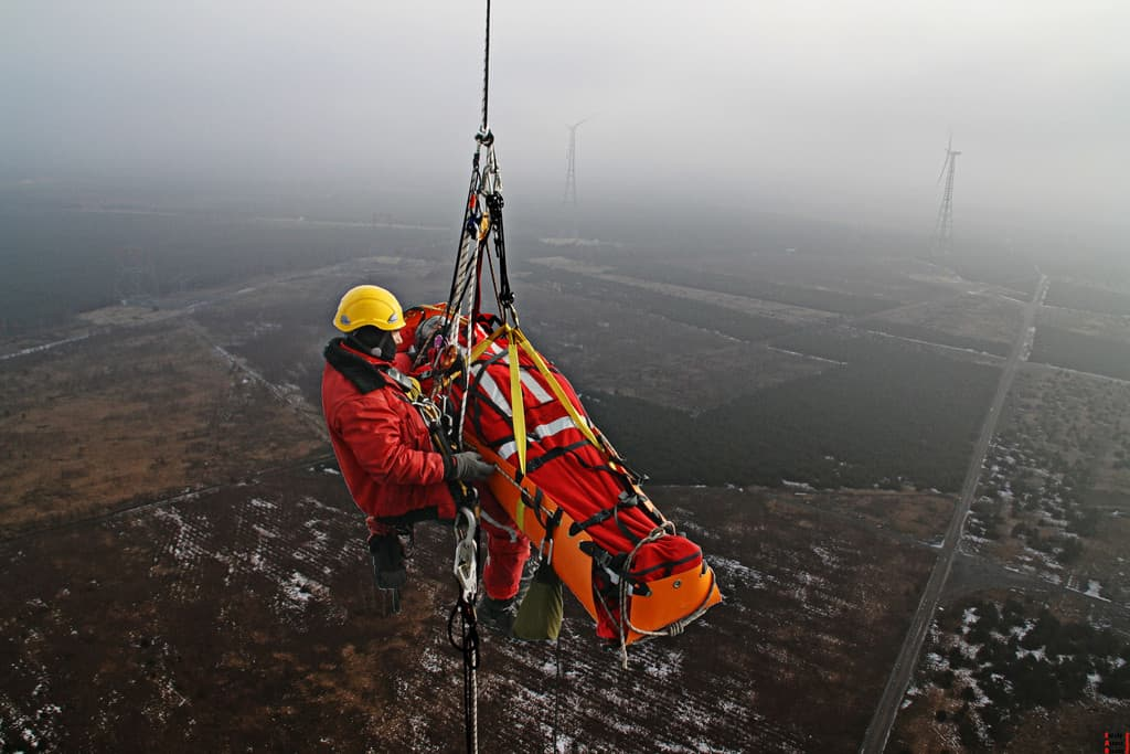 https://www.supersafetythailand.com/wp-content/uploads/2017/07/sked-basic-rescue-system-cobra-buckles-or-steel-buckles-international-orange-photo.jpg